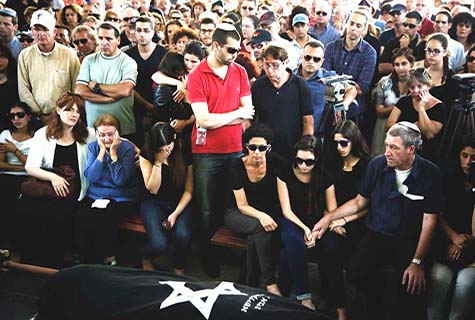 Relatives and friends mourn during funeral in Tel Aviv of Emmanuel and Mira (Miriam) Riva, who were shot to death at the Brussels Jewish Museum in Belgium last weekend.