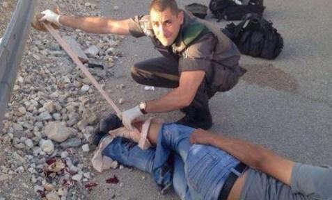 Magav helps injured PA Arab who fell