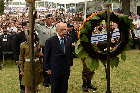 President Shimon Peres attends a ceremony held at Mount Herzl military cemetery in Jerusalem, on Israel's Yom HaZikaron, which commemorates Israel's fallen soldiers and Israeli civilians killed in terror attacks.