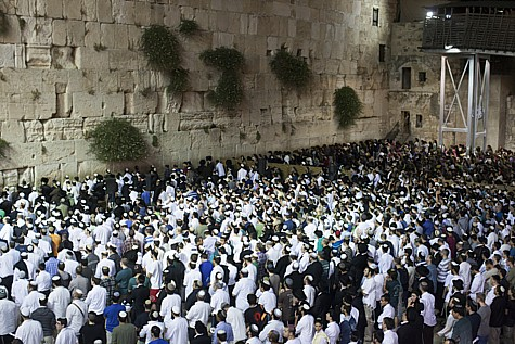 Mass prayers at the Kotel in Jerusalem on June 14, 2014, for the three Kidnapped Boys.