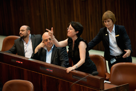 Zoabi attacks PM Netanyahu on Knesset floor in 2011