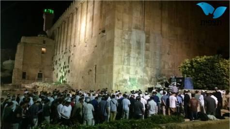 Prayer vigil at Maarat Hamachpelah (Tomb of the Patriarchs) in Hebron. Photo by Maarat Hamachpelah Administration