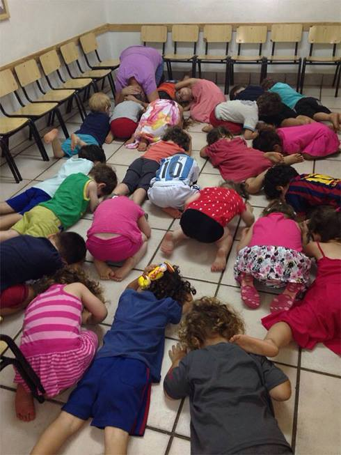Israeli kindergarteners duck for cover during Code Red alert, July 16, 2014