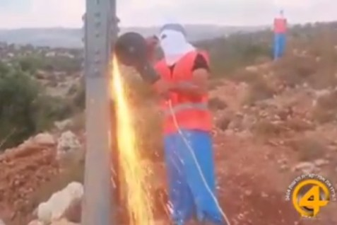 Arabs cutting down power line