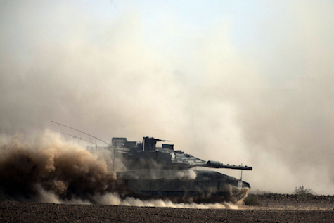Merkava tank enters Gaza, July 17, 2014.