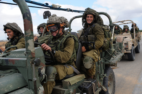 IDF soldiers progress towards Gaza, July 20, 2014.