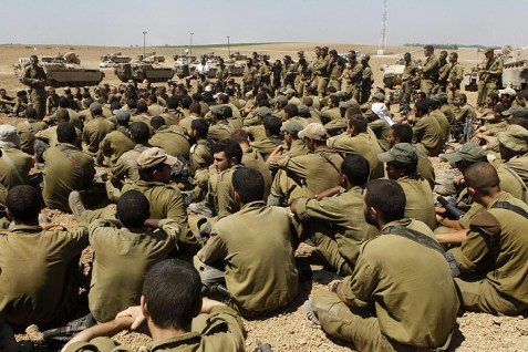 IDF troops waiting for orders at the Gaza border.  (Archive: 2014)