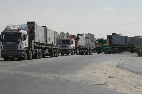 Israeli trucks transfer generators to Palestinian Authority, August 6, 2014