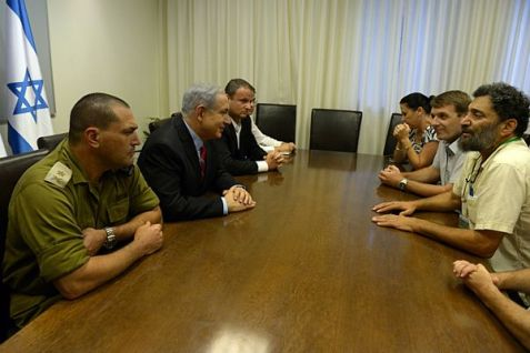 Netanyahu meets with southern Israel mayors on August 14, 2014.