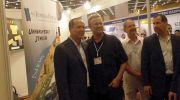 Jerusalem Mayor Nir Barkat (L) visits the JewishPress.com booth at The Event.