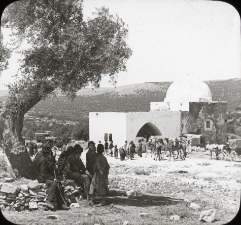 Visitors to Rachel's Tomb (circa 1910). Note the carriages in the background and Jewish pilgrims under the tree. (Oregon State University collection) israeldailypicture.com