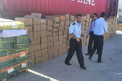 Police with containers of knives and fireworks headed for eastern Jerusalem Arabs to murder Jews.