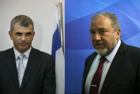 Moshe Kachlon (L) and Avigdor Liberman (R)