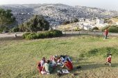 Young Israelis enjoy a picnic at the Armon HaNatziv Promenade overlooking  the city of Jerusalem. (archive)
