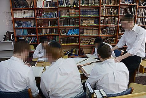 Students are expected to use the library often for their studies at Beit Midrash Derech Chaim.