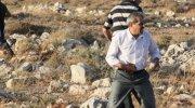 Arab from Kutzra with stones.