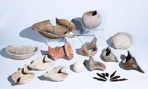 Artifacts from the First Temple period that were uncovered in the excavation – oil lamps, seal impressions that were stamped for the purpose of identifying jars, arrowheads, etc. Photo credit: Clara Amit, courtesy of the Israel Antiquities Authority.