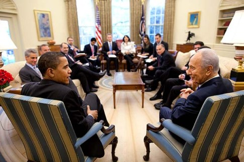 President Barack Obama meets with Israeli President Shimon Peres in the Oval Office Tuesday, May 5, 2009.   Official White House Photo by Pete Souza