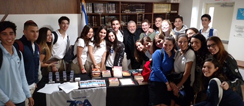 Edwin Black with students at Scheck Hillel Community School.