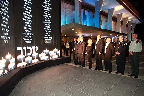 Israeli dignitaries at the memorial wall to the IDF fallen / Photo credit: Itzik Harari, Knesset Public Relations Division