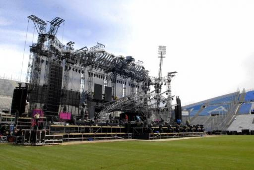 madonna-stage-collapse1.jpg