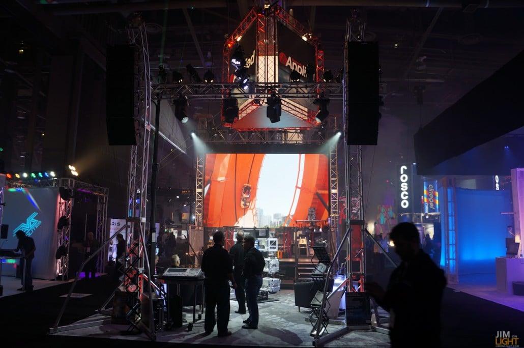 ldi2014-jimonlight-showfloor-148