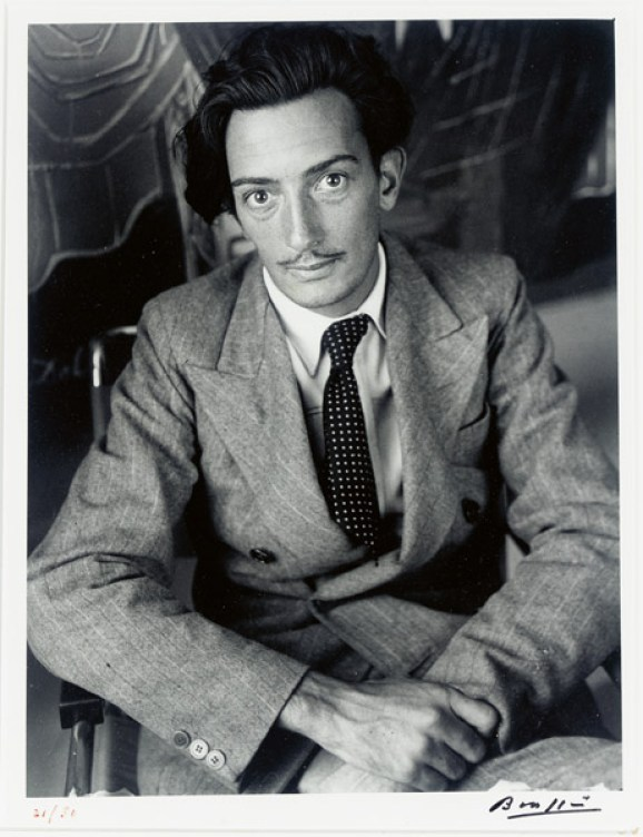 Salvador Dalí, 1933. Foto: Gyula Halasz Brassaï © Estate Brassaï - RMN-Grand Palais / Christie's Images u. Bridgeman Images / Pressestelle Horst-Janssen-Museum