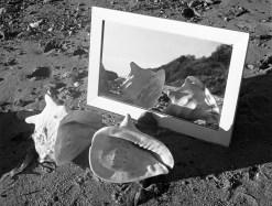 Herbert List Fortsetzung im Irrealen, Ostsee Strand, Deutschland 1934 Silbergelatine, 12,4 x 14,3 cm © Herbert List Nachlass, Hamburg