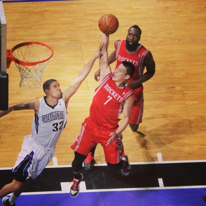 Jeremy-Lin-dunks-Sac-Kings-2-Francisco-Garcia
