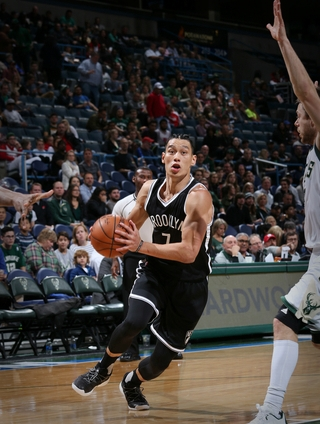Milwaukee, WI - OCTOBER 29: Jeremy Lin #7 of the Brooklyn Nets drives to the basket during a game against the Milwaukee Bucks on October 29, 2016 at BMO Harris Bradley Center in Milwaukee, Wisconsin. NOTE TO USER: User expressly acknowledges and agrees that, by downloading and or using this photograph, user is consenting to the terms and conditions of the Getty Images License Agreement. Mandatory Copyright Notice: Copyright 2016 NBAE (Photo by Gary Dineen/NBAE via Getty Images)