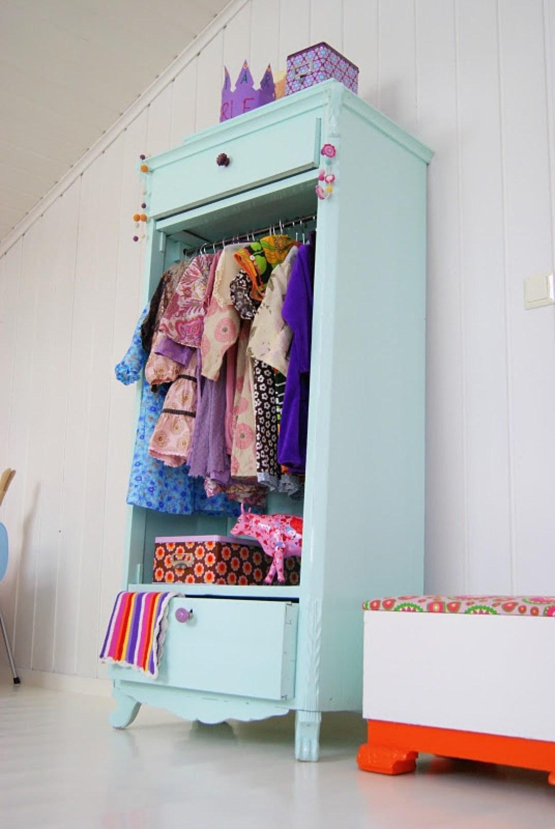 dressing vintage pour chambre d 39 enfant joli tipi. Black Bedroom Furniture Sets. Home Design Ideas