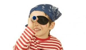 chico-juega-piratas-300x200