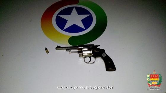 arma-jovem-assalto-onibus-passageiros-riovermelho