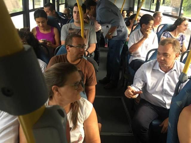 Gean pega ônibus no Norte da Ilha para conferir qualidade do transporte