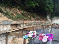 Prefeitura constrói muro para contenção de dunas no cemitério de Ingleses