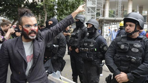 Ação da PF retira manifestantes de ocupação no Ministério da Cultura no Rio