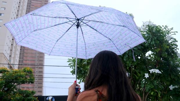 Chuva surpreende goianienses nesta segunda-feira