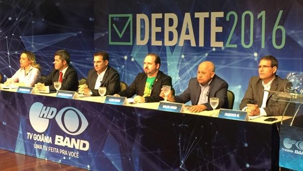 Candidatos fogem ao debate e se restringem à apresentação de propostas