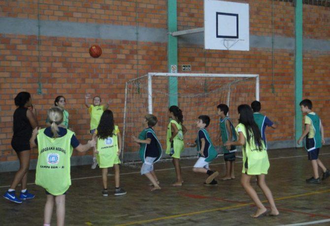 o objetivo dos encontros é fomentar a atividade física como hábito saudável e disseminar o basquete 1