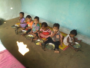 Phulwari kids eating