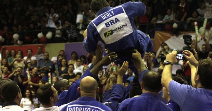 João Derly foi ovacionado em sua despedida   Foto: Miguel Noronha / FGJ