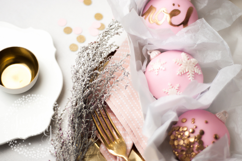 Tutorial for stylish Christmas bauble cupcakes from Juniper Cakery