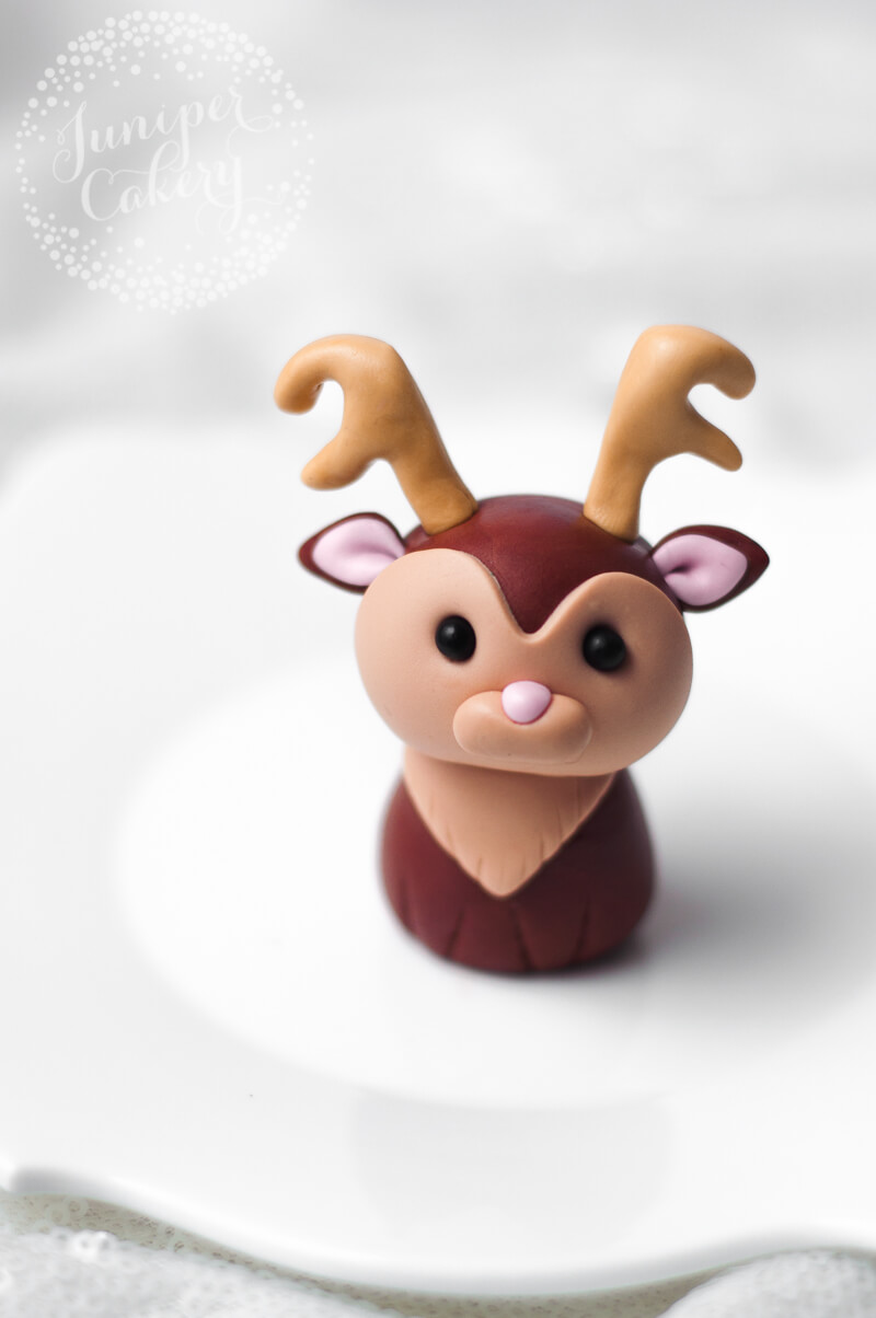 Step-by-step tutorial for a fondant reindeer