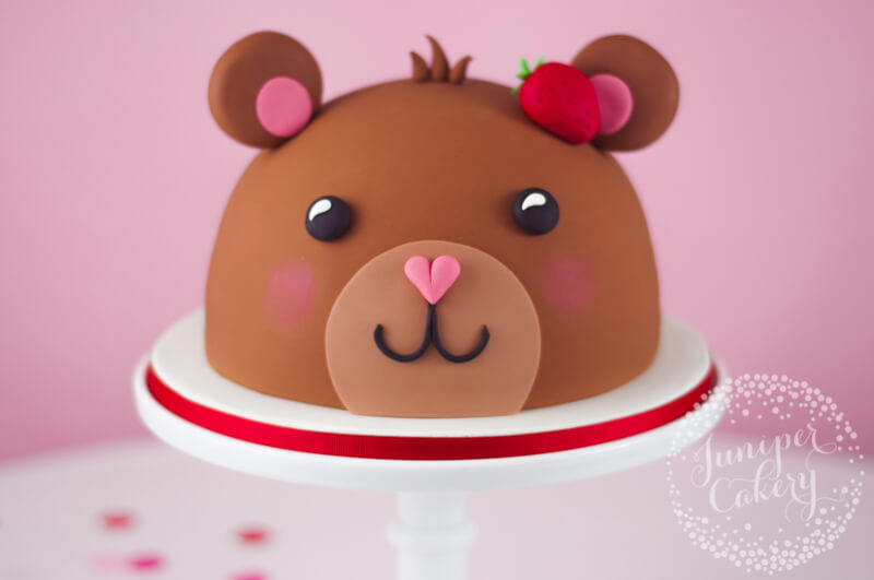 Fun teddy bear cake tutorial by Juniper Cakery