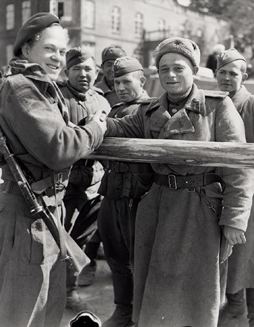 A soldier from the 1st Canadian Parachute Battalion shakes hands with a Russian officer in Wismar, Germany, May 4th, 1945.