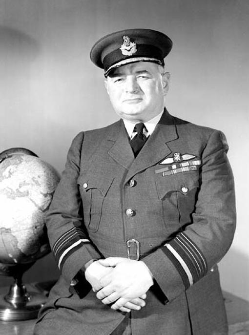 Le maréchal de l'Air L.S. Breadner en mars 1945.