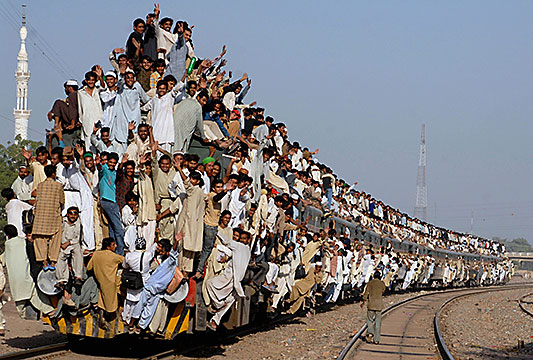 very busy train pakistan