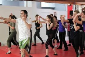 entrainement de cardio boxing avant de passer aux techniques de self défense