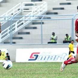 Pemain_Bali_United_saat_berhadapan_dengan_pemain_Indonesia_All_Star_(merah)_di_Stadion_Diponegoro_Minggu_lalu.