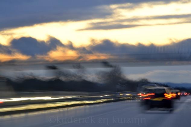 """Route avec le soleil couchant pour le thème """"lumière"""" du projet 52"""